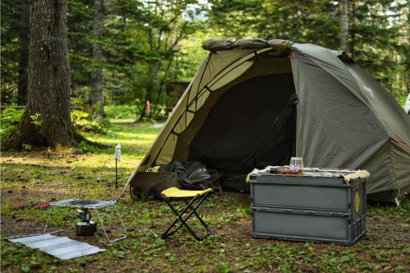 ソロキャンプをするために設営したテント